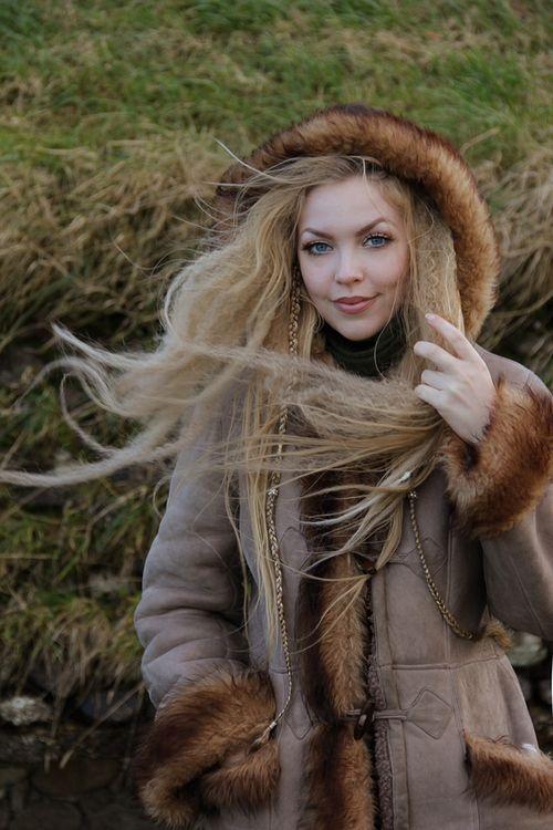 Norse Woman Gorgeous Viking Queen Folk Fashion Norway Clothing