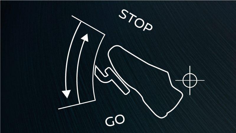 発進 加減速 停止まで アクセルペダルの操作だけで 1 速度調節 日産リーフ 日産 アクセル