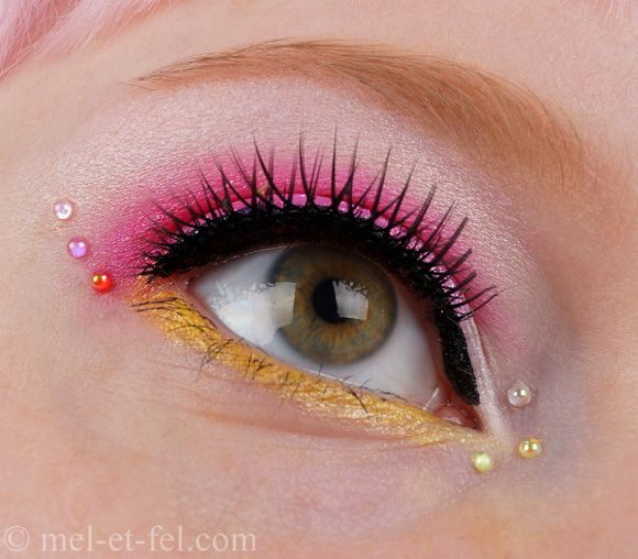 Sailor Chibi Moon inspired make up by http://www.mel-et-fel.com/2013/01/look-chibi-moon.html