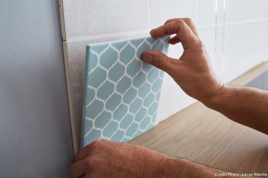 carrelage mural : posez-le sans colle ni poussière