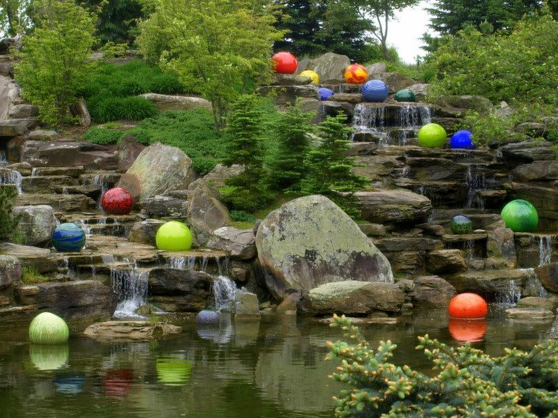 Niijima Floats By Dale Chihuly At Frederik Meijer Gardens