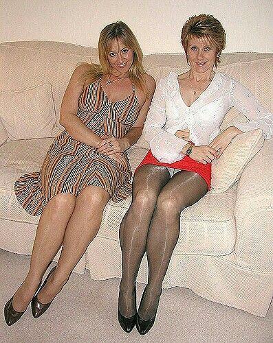 Lindas piernas y bajo la falda en metro l7 mx - 2 6