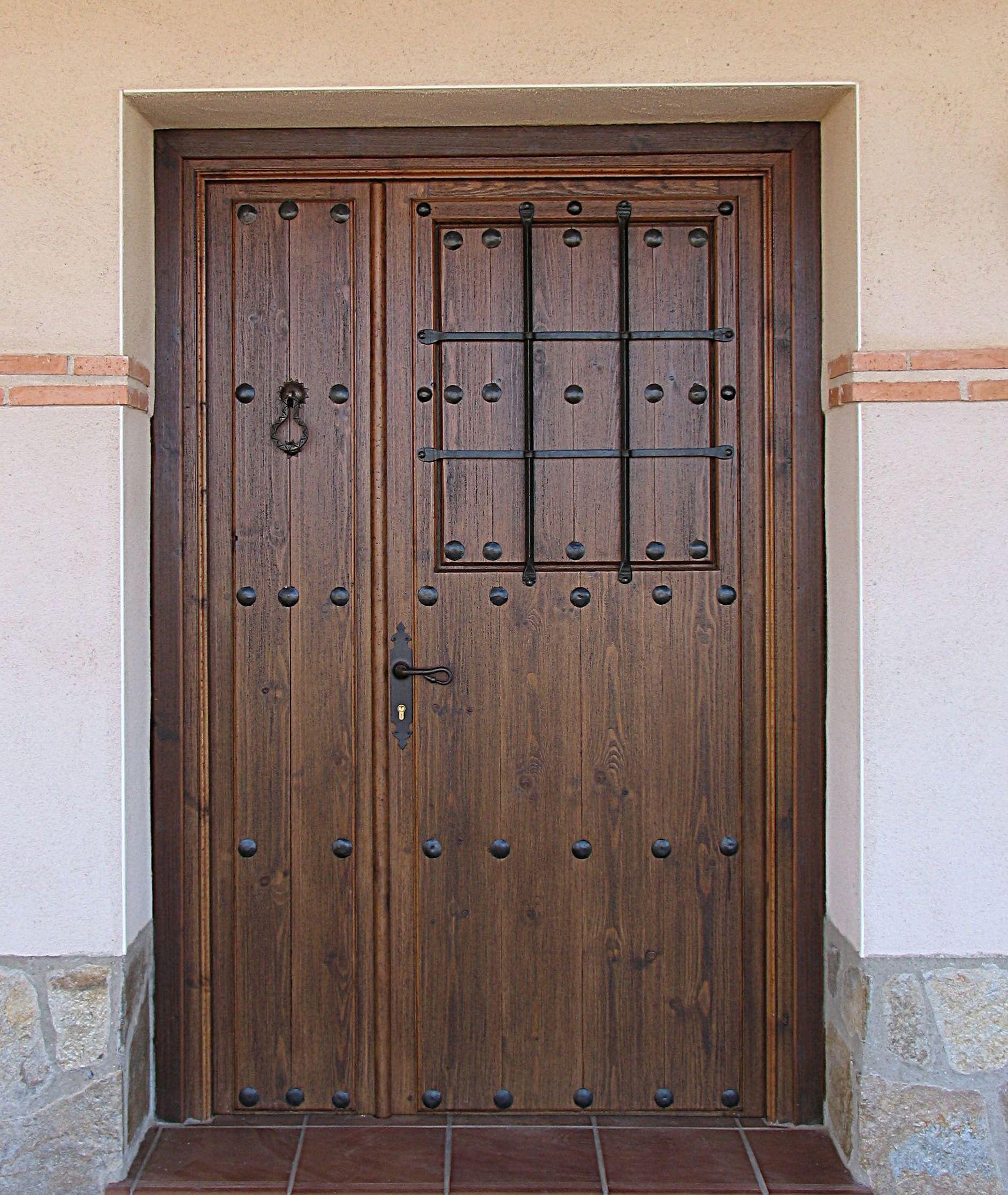 Puertas rusticas forja buscar con google hacienda for Puertas de madera exterior de segunda mano