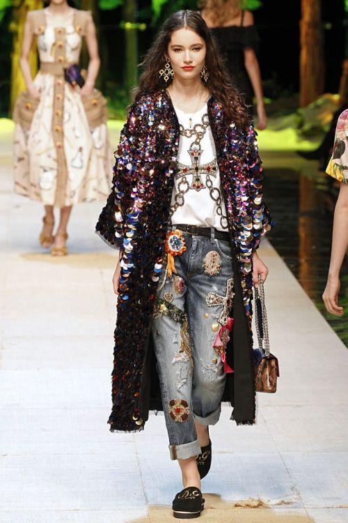Dolce Gabbana. - Coleção Verão 2018   Têxtil Suiça   PRIMAVERA VERÃO ... a5ab17e218