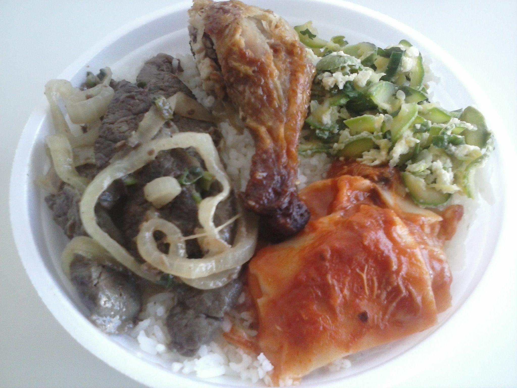 Bom dia!!! Cardápio de hoje: Carne acebolada, frango assado, omelete com abobrinha, massa, arroz com feijão mais salada....