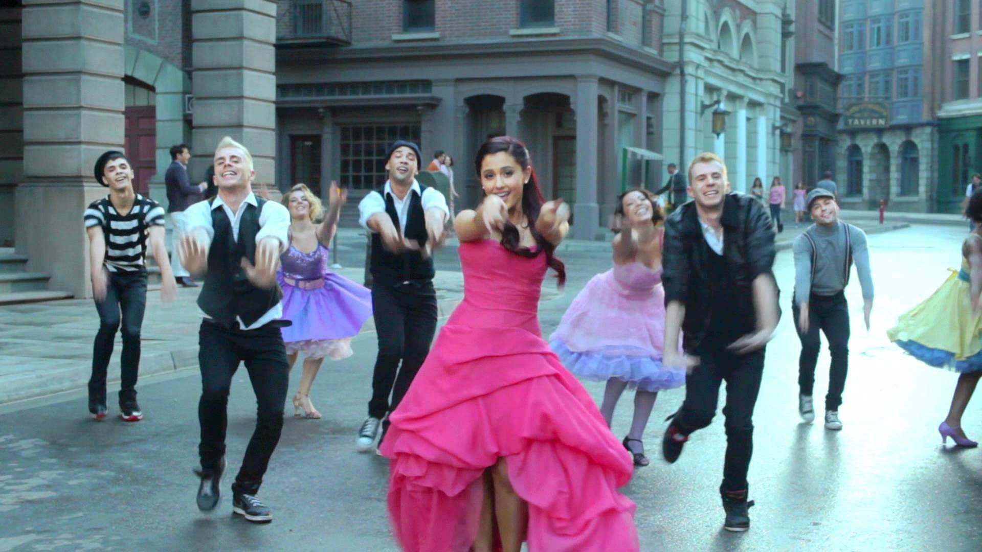 Ariana Grande Put Your Hearts Up Randomly Looking Around And