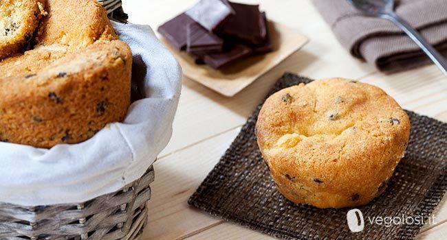 I muffin vegani arancia e cioccolato sono una ricetta semplice ma davvero gustosa: un'idea simpatica per una merenda energetica e golosa!
