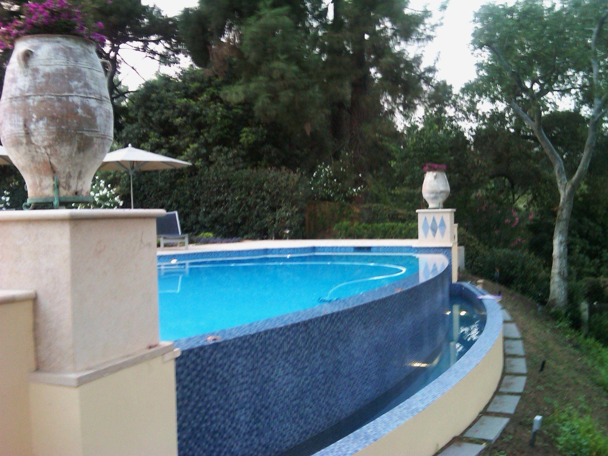 Water Trough On Infinity Edge Pool Backyard Ideas