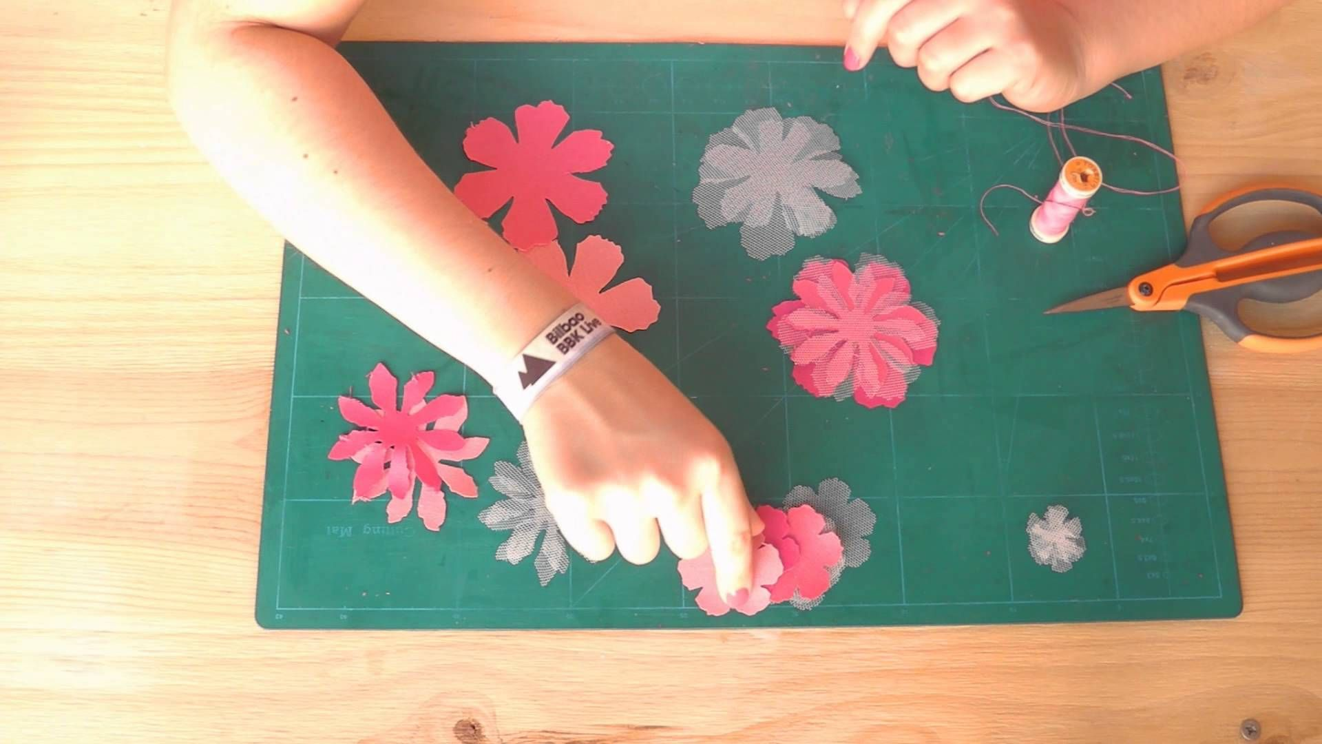 Video tutorial para aprender a hacer un broche utilizando ...