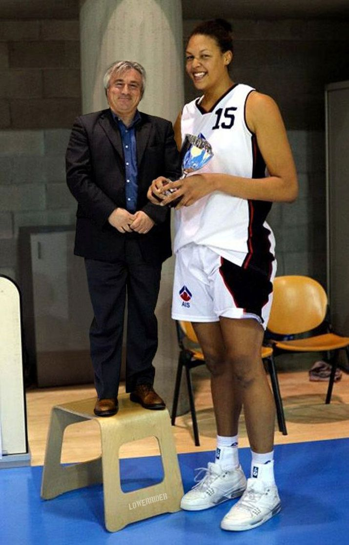 Elizabeth Cambage With Tiny Man By Lowerrider Tall Girl Tall Girl Short Guy Tall Girl Outfits
