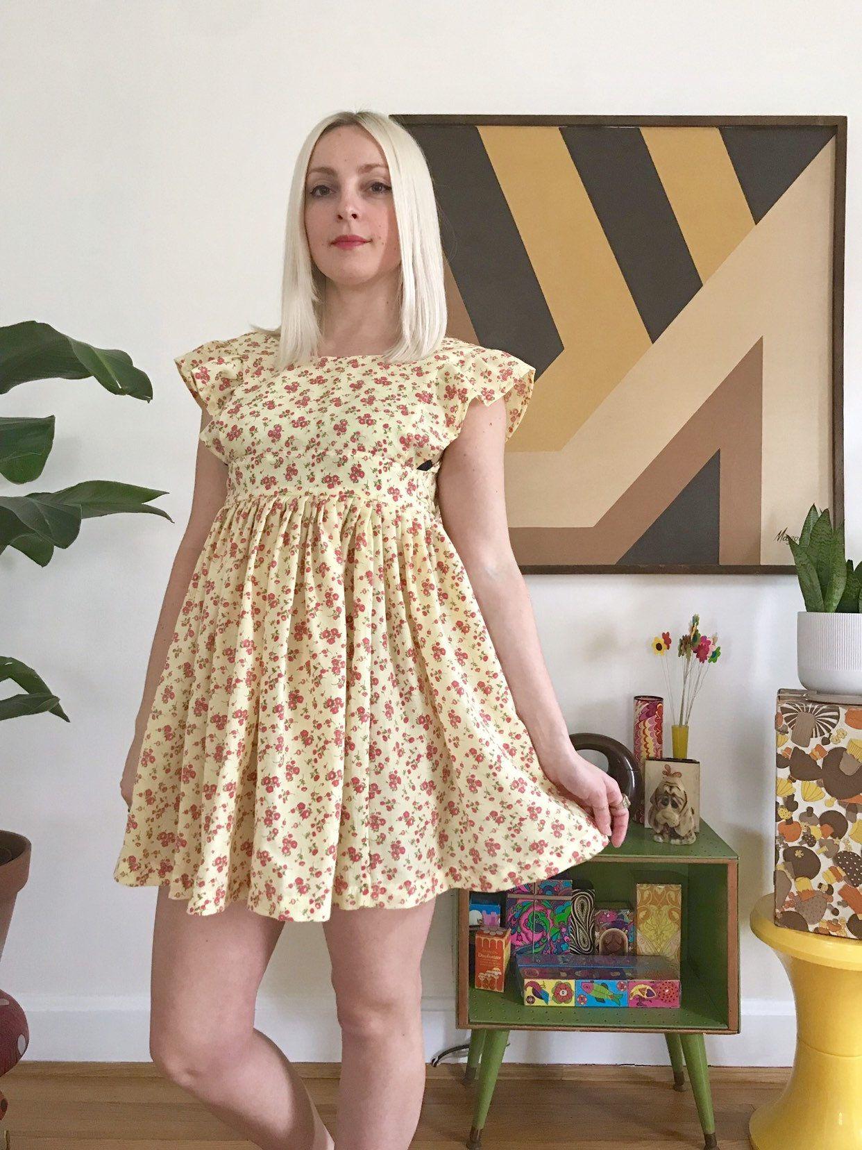 Vintage 1970s Pale Yellow Floral Pinafore Dress Girls 8 10 70s Etsy Sleeveless Mini Dress Dresses Junior Dresses [ 1656 x 1242 Pixel ]