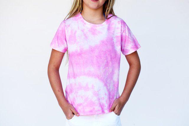 Using Food Coloring To Tie Dye Tie Dye Shirts How To Tie Dye Tie Dye Shirts Patterns