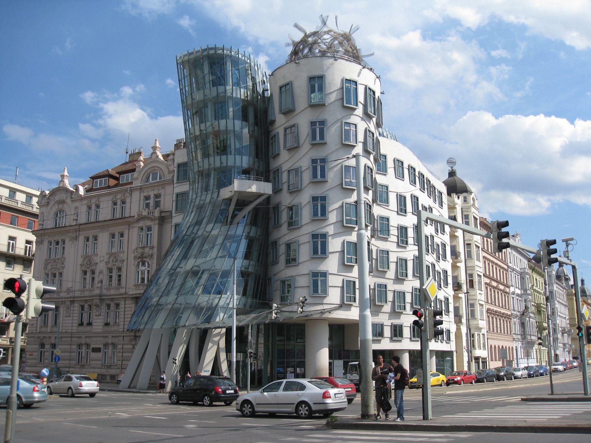 Franck Gehry, Rasin building, Dancing house, Prague, 1996 l'immeuble  Nationale