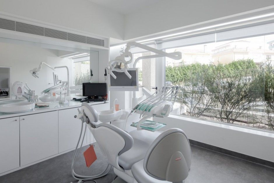 Contemporary Dental Clinic Design By Paulo Merlini Wooden Interior Imagenes Consultorios