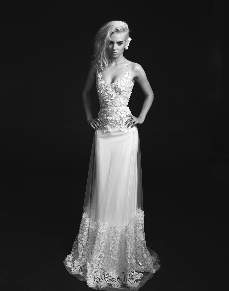Avis aux futures mariées ! Sous le signe de son nombre fétiche, la créatrice Rime Arodaky lance N°23, un modèle de robe exclusif édité en série limitée à 23 exemplaires....