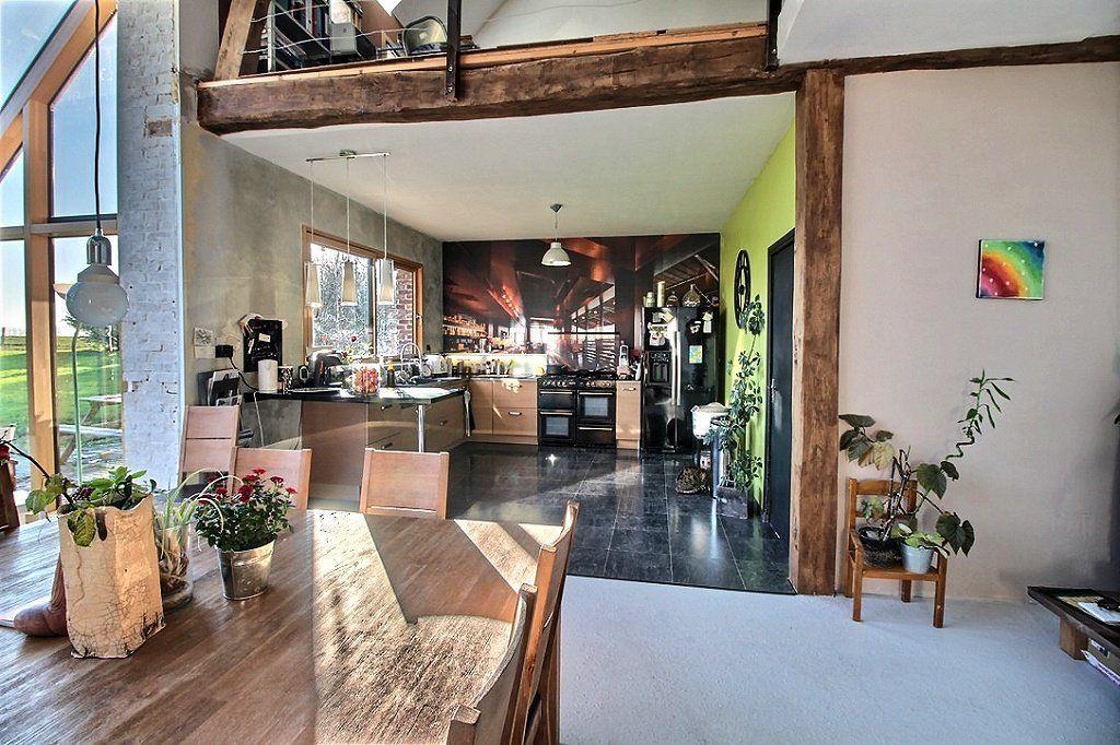 yvetot grange de caract re en briques rouges enti rement r nov e d coration style loft toit. Black Bedroom Furniture Sets. Home Design Ideas