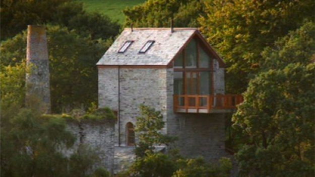 Cornwall Engine House Uk The Completed Engine House The View From Afar Alternative Living Spaces Grand Designs Grand Designs Uk House Design