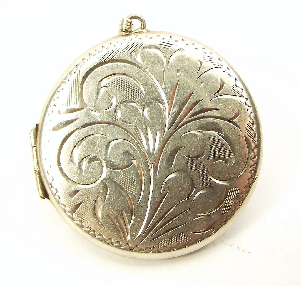 Vintage 1974 Sterling Silver Hand Etched Round Locket Opens