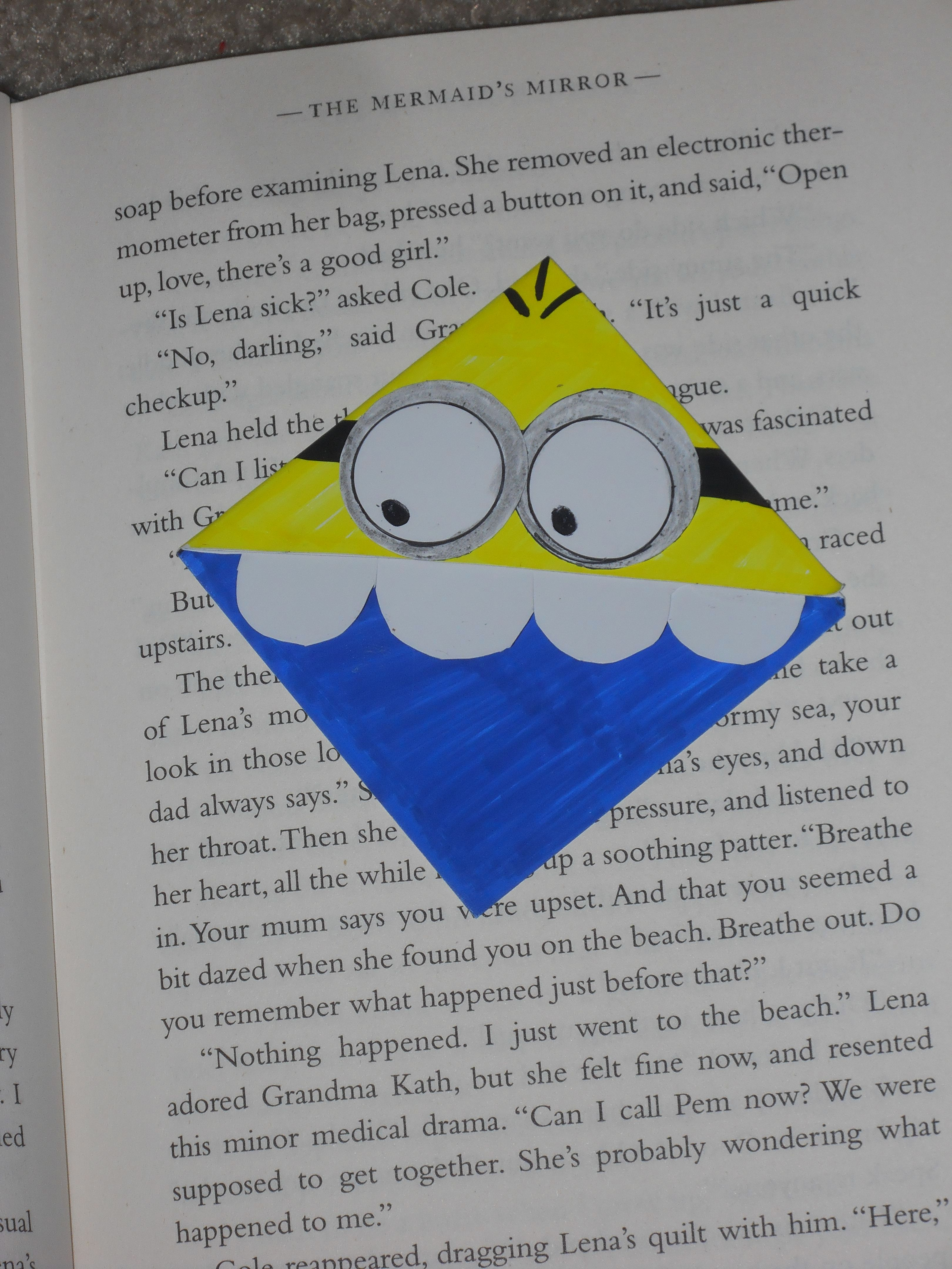 Bookmark minion i learned how to do this from a girl on youtube