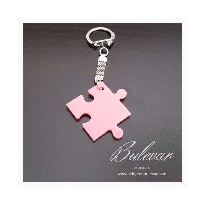 PVP: 3 €. Llavero personalizado con forma de pieza de puzzle y grabado. Llavero original.
