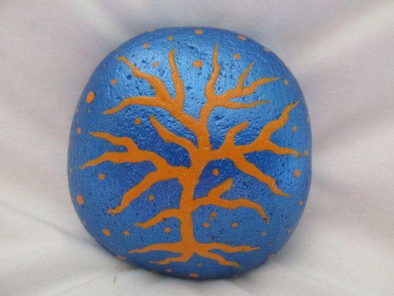 Roca pintada árbol por PlaceForYou en Etsy
