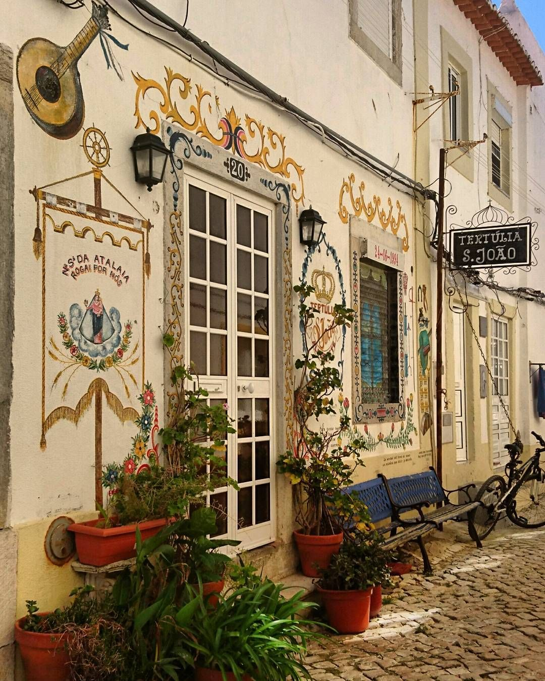 Fachadas... #rua #street #Portugal #típico #streetart #semfiltro by spray4life