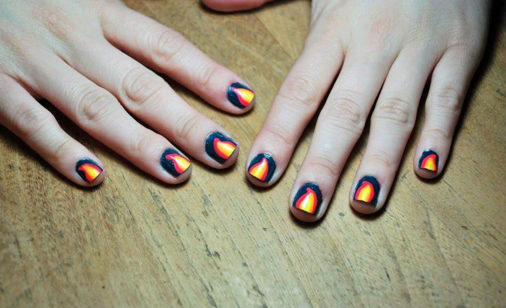 Did you know you can make cool nail designs on a ziplock bag and transfer them to your nails? So cool!