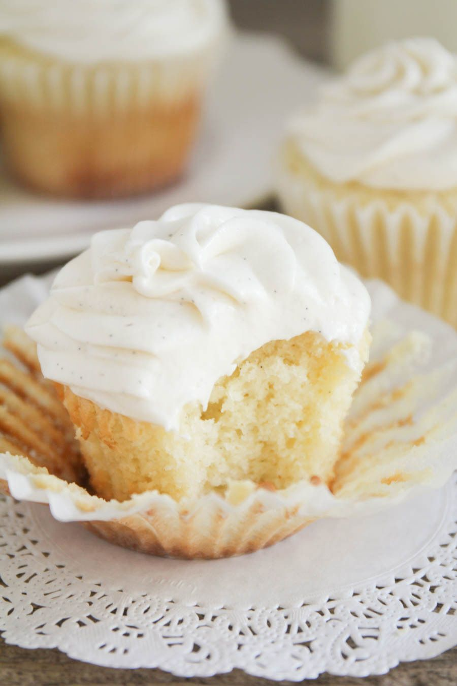 fluffy and moist vanilla cupcakes