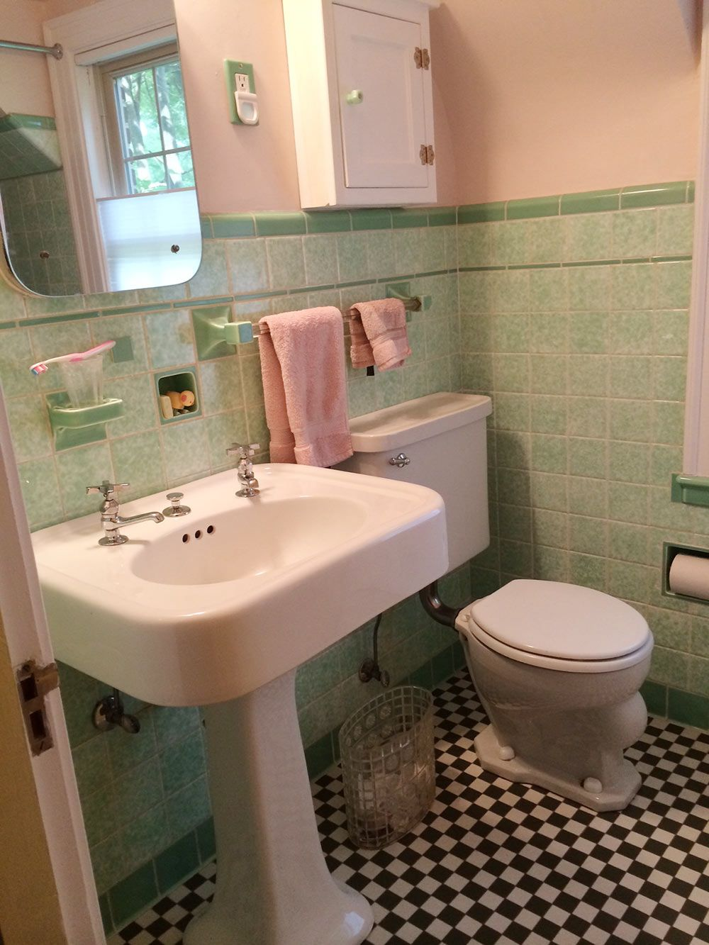 pictures of contemporary bathrooms see design a vintage style green and pink tile 19977