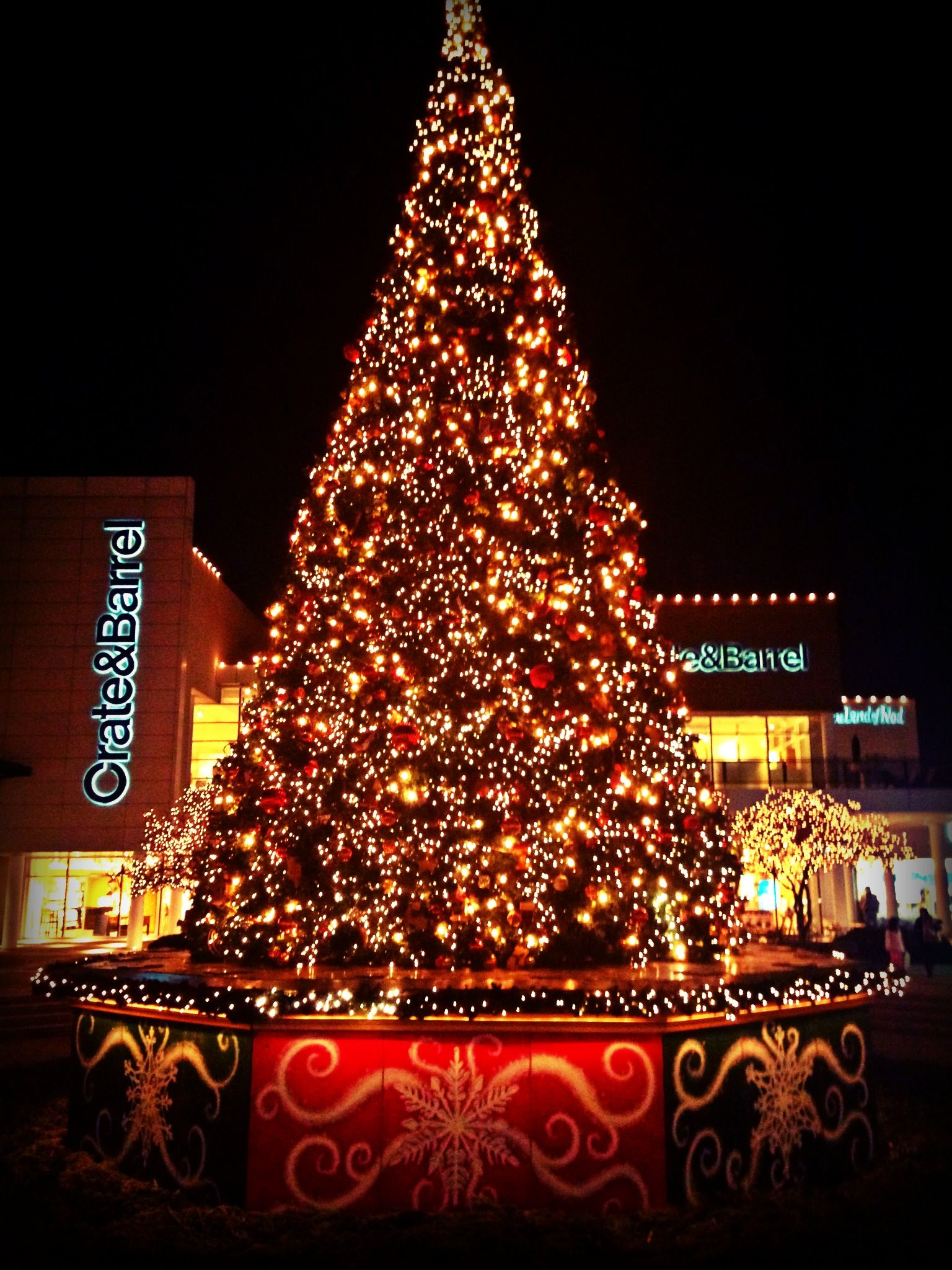 christmas tree lighting chicago. Oak Brook Mall Christmas Tree Lighting Chicago