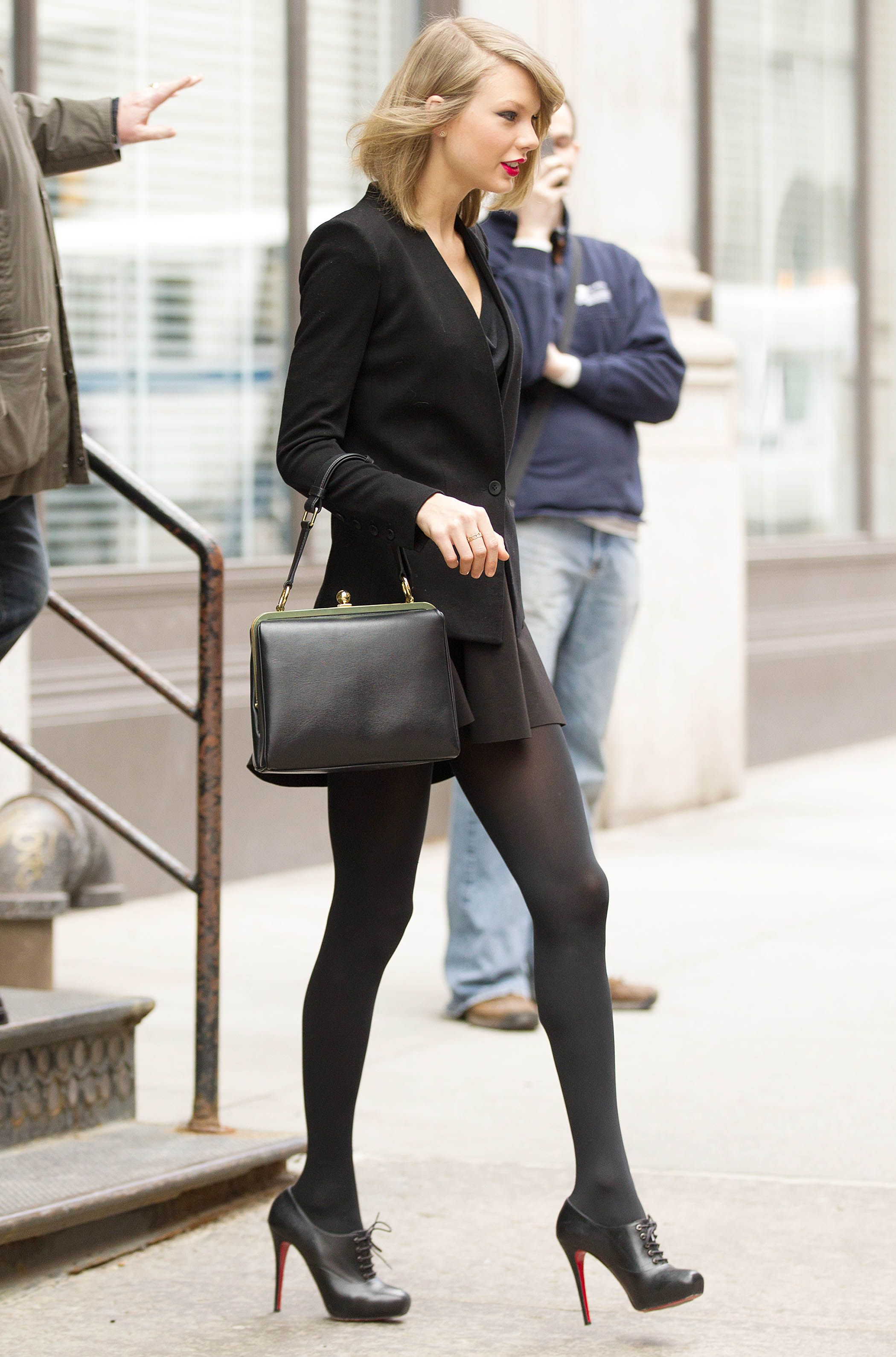 79defe5e9ff Taylor Swift stretches long legs on a stroll around NY after night ...