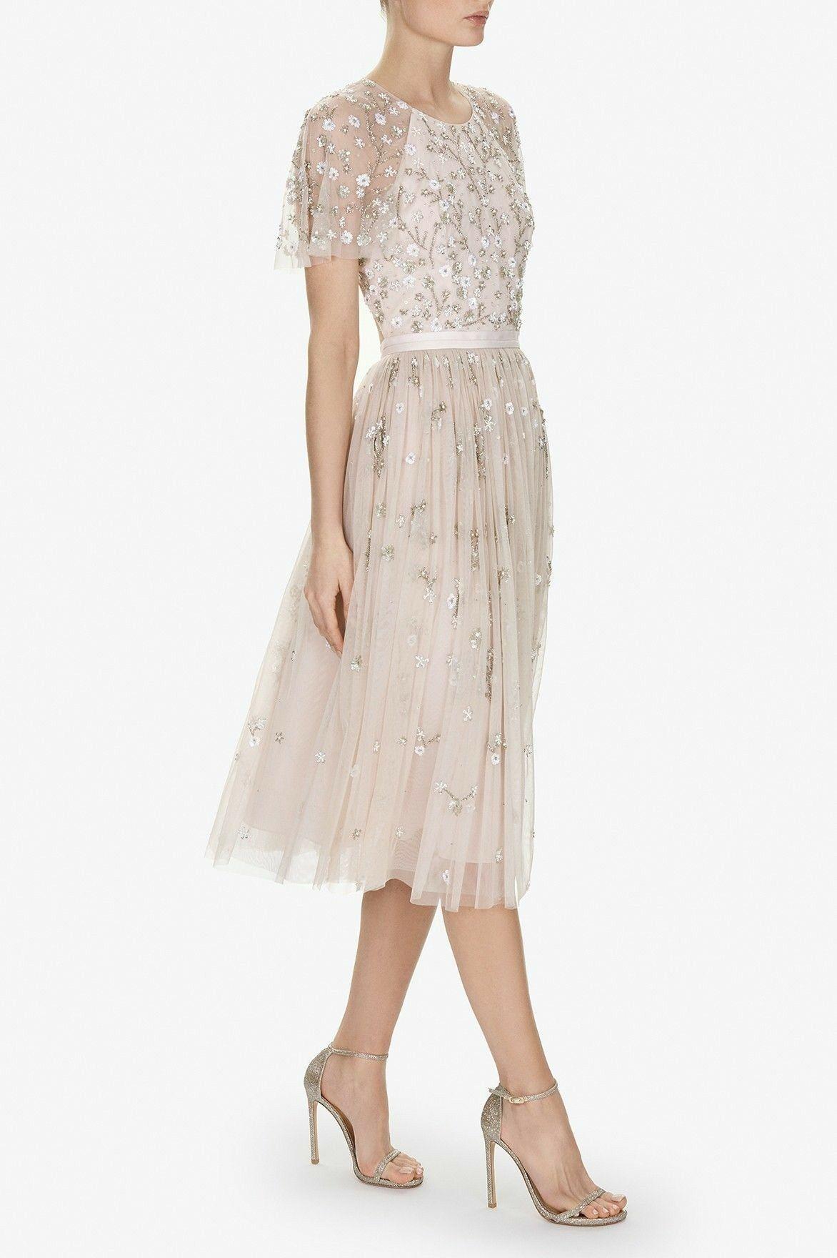 pin von dhwani shah auf gowns in 2018 pinterest kleider kleidung und abendkleid. Black Bedroom Furniture Sets. Home Design Ideas