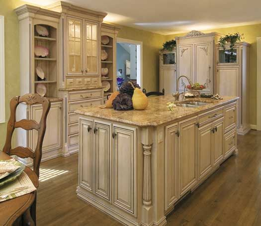 Genial Kitchen With Island In Toledo, OH. Designed By Jennifer Diehl With Design  Classics LLC In Toledo, OH. Fieldstone Cabinetry Glen Cove Door Style In  Maple ...