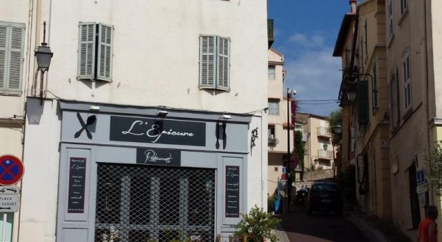 27 Place du Suquet Cannes - #Apartments - EUR 89 - #Hotels ...