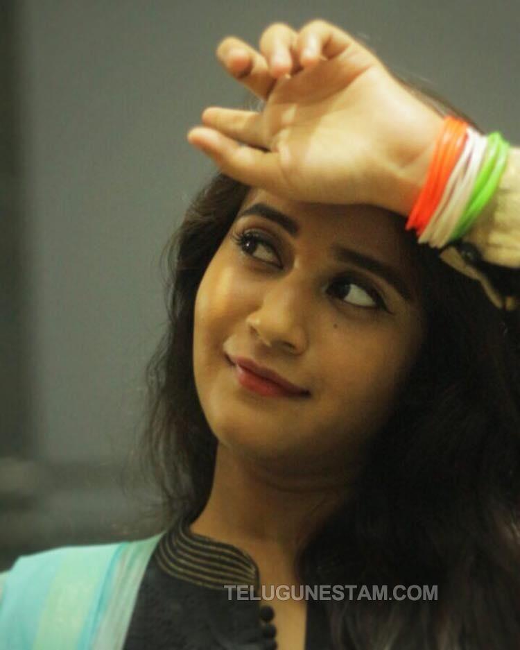 Bigg Boss 2 Contestant Deepthi Sunaina Photos   Telugunestam