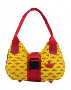 Bag to life Upgrade ladies bag red -upcycled reddingsvesten en vliegtuiggordel. De lampjes van het reddingsvest zijn de voetjes van deze tas. Bijna alle onderdelen van het reddingsvest worden hergebruikt.