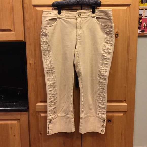 """Sundance  cropped pants Sundance cropped pants  size 10.  Inseam 23"""" Sundance Pants Ankle & Cropped"""