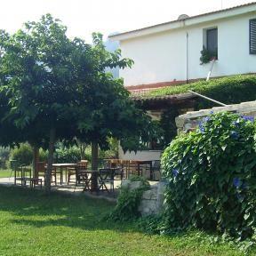 Blick auf die Terrasse des Restaurants. Bio Urlaub mit http://www.renatour.de