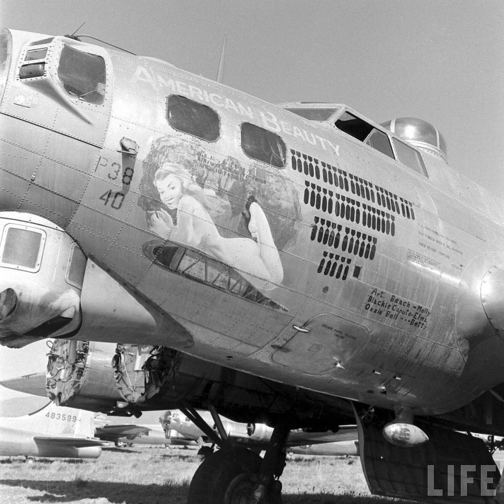 US Pilots Boeing B-17 and Pinup Girl Picture