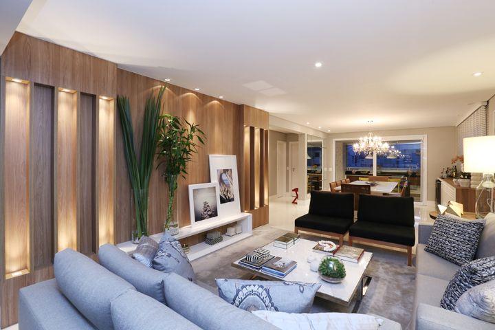 Para receber uma grande familia sala de estar elegante for Mobilia anos 40
