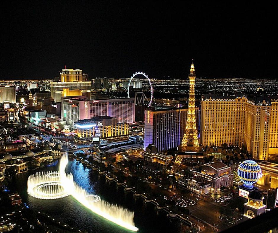 Im Land der Gegensätze von Las Vegas in die Wüste