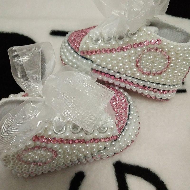 9486400ff4d40 Livraison gratuite strass Cristal Bébé Fille Enfant chaussures à la main  Bling diamant Première Marcheurs perle doux chaussures perle princes belle