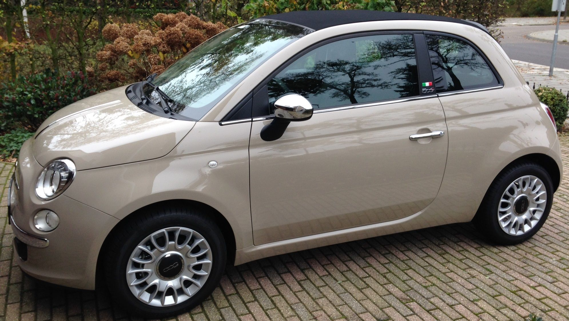 met de zomervelgen fiat 500c indie cream beige cappuccino cars. Black Bedroom Furniture Sets. Home Design Ideas