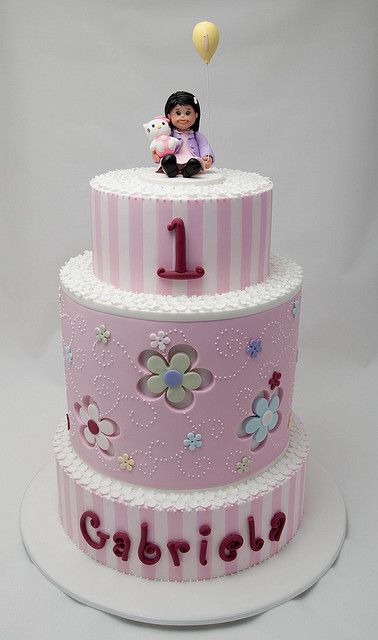 Gabriela's First Birthday Cake by Rouvelee's Creations on Flickr.
