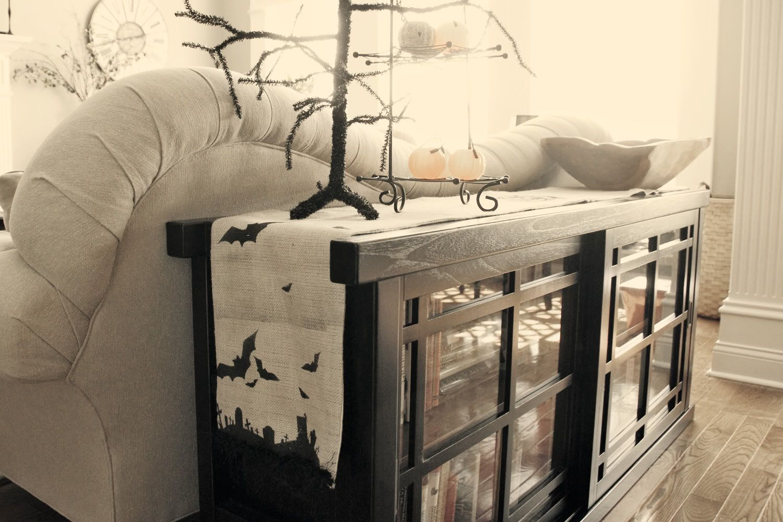 Halloween Spooky Burlap Table Runner - via The Polkadot Chair