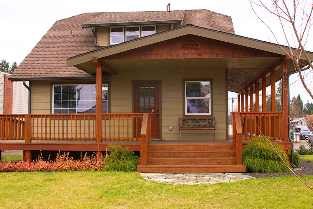 Amazing Exterior Small Classic Ranch House Deck Roof With Glazed ...