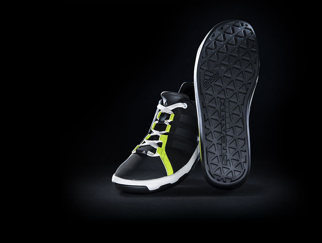 The adidas Slack Cruiser are shoes with STEALTH rubber which is known for its unmatched performance on rock and line. It is the perfect shoe to perform on a slackline.