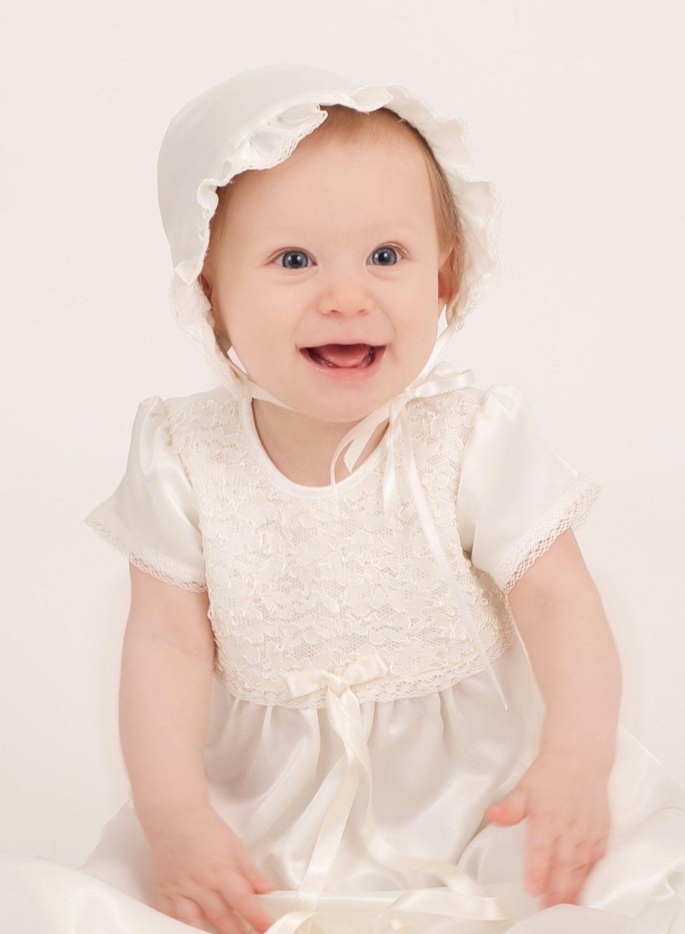 Grace of Swedens Dopklänning Grace Madde med söt spets och matchande