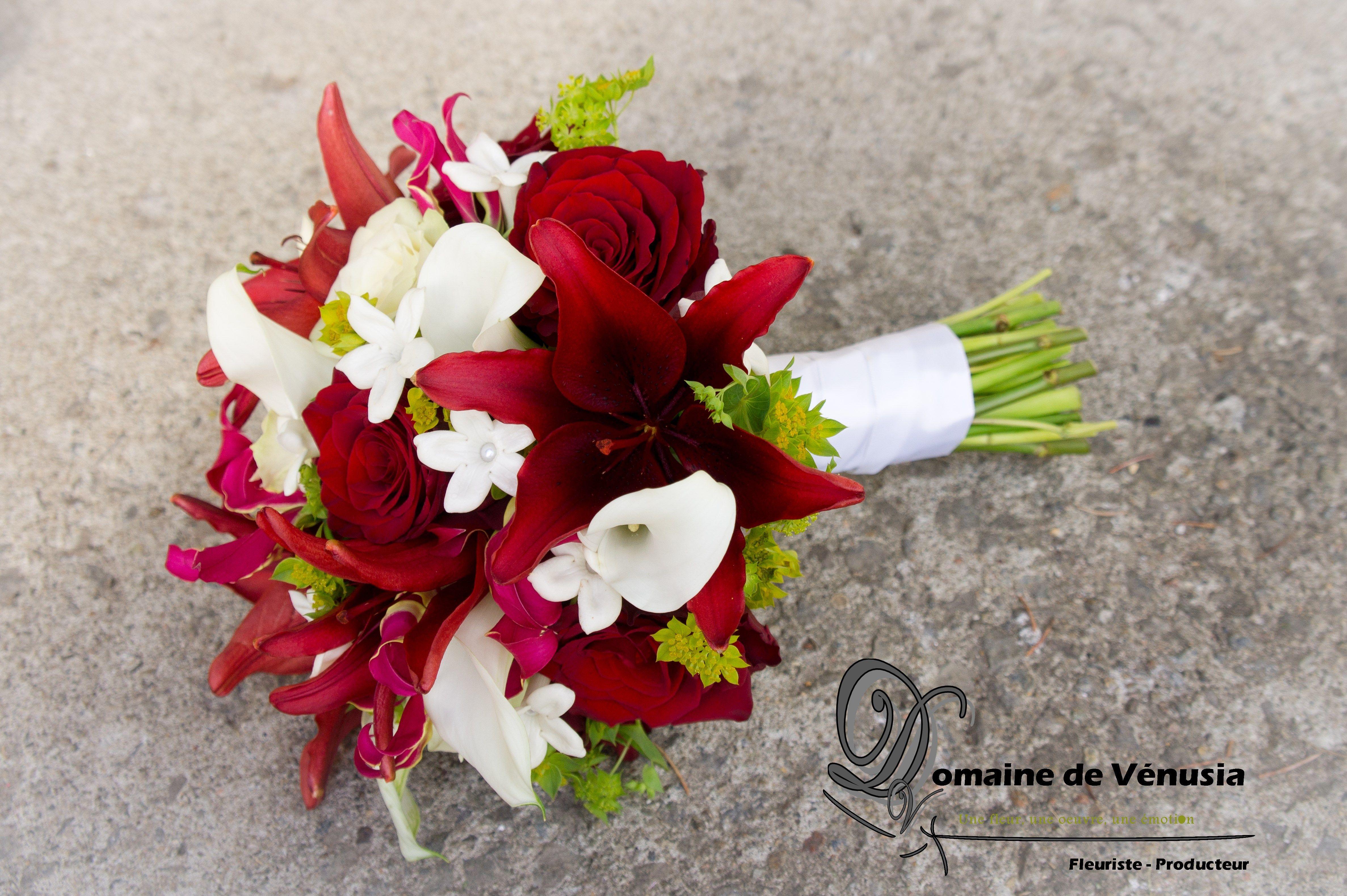 bouquet de mari fleurs fra ches lys rouges roses rouges. Black Bedroom Furniture Sets. Home Design Ideas