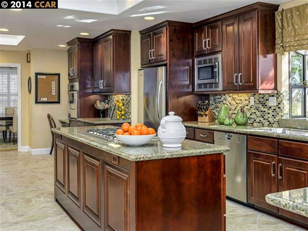 Traditional Kitchen With Raised Panel Bay Window Ceramic Tile Radford Cabinets Anchorage Quarts Under Kitchen Interior Kitchen Design Traditional Kitchen